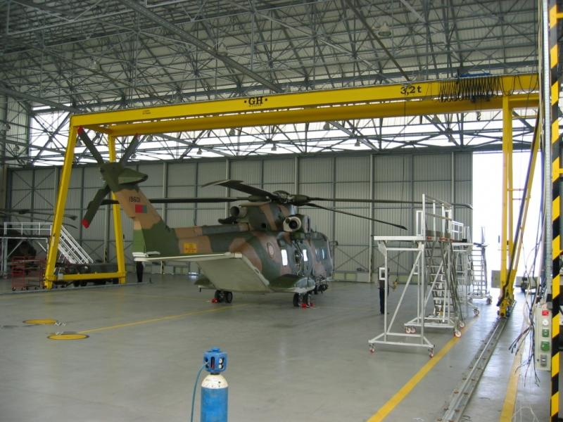 Portique maintenance helicoptère, portique, portique Cornebarrieu